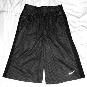 NWOT Nike Dri-Fit (Big Boys) printed shorts, XL